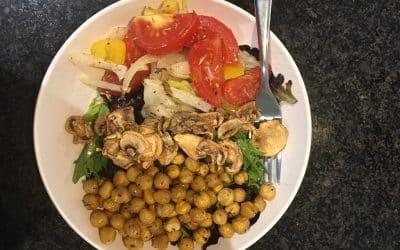 Salade de pois chiches et légumes méditerranéens rôtis